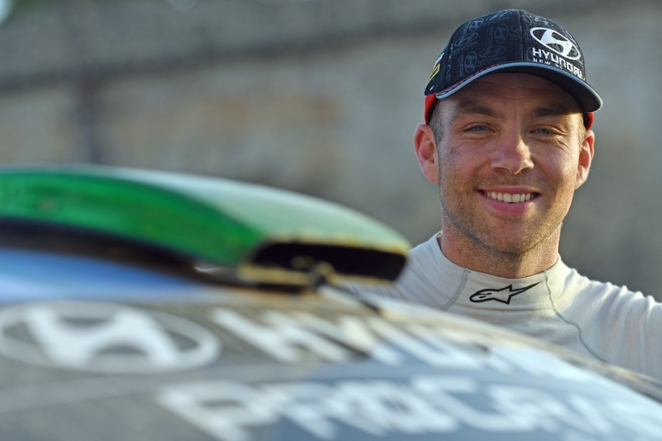 Clean run to fourth for Paddon in Sardinia