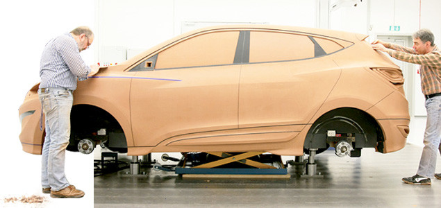 Hyundai Designers building Full Scale Model