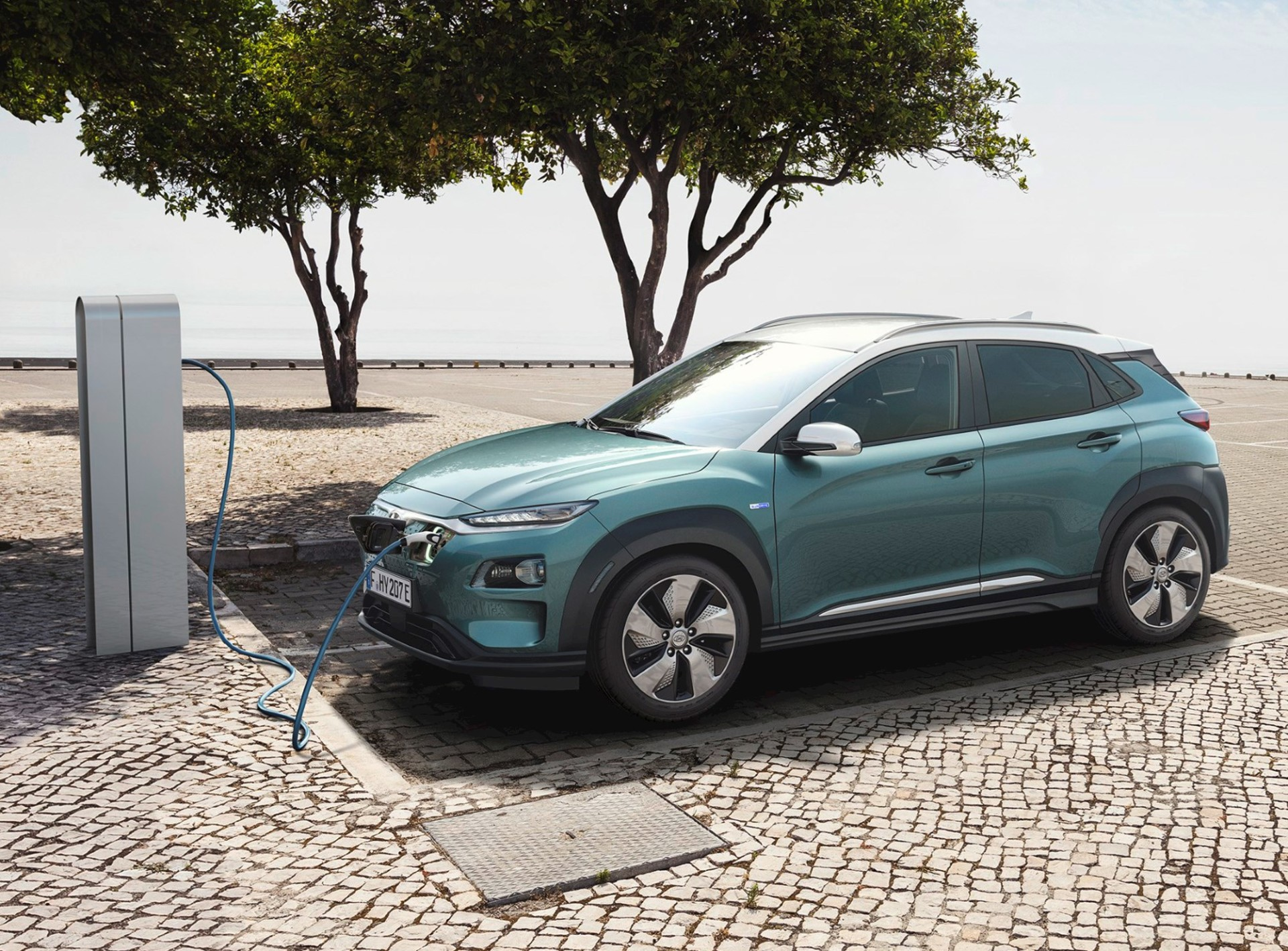 The Electric Motor Delivers 150kw Of And 395nm Immediate Toque Capable Propelling Suv From A Standstill To 100km H In 7 6 Seconds